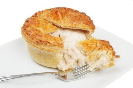 Huhn Pie mit einer Gabel auf einer Platte