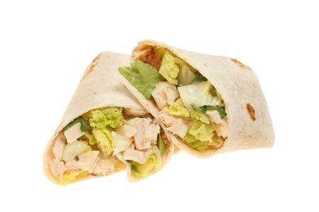 wraps: César de pollo envolturas de pan ensalada aislados contra blancos