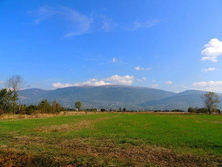 Landscape of Umbrian country with Monte Subasio in the background Banco de Imagens