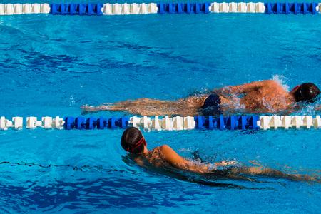 La compétition de natation dans la piscine - Photos Banque d'images - 28871087