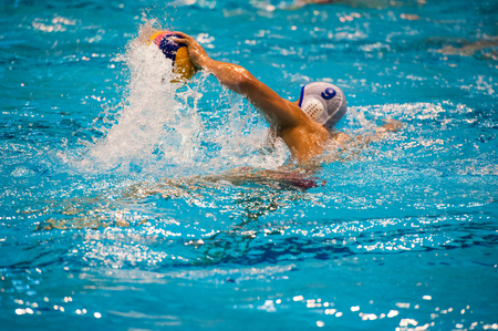 Water polo action in a swimming pool 免版税图像 - 107633935