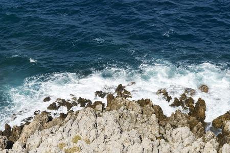The sea waves splashing on a stony beach 版權商用圖片