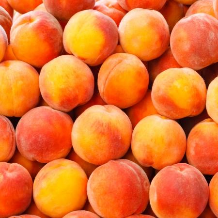 Peach acima do fundo de frutas