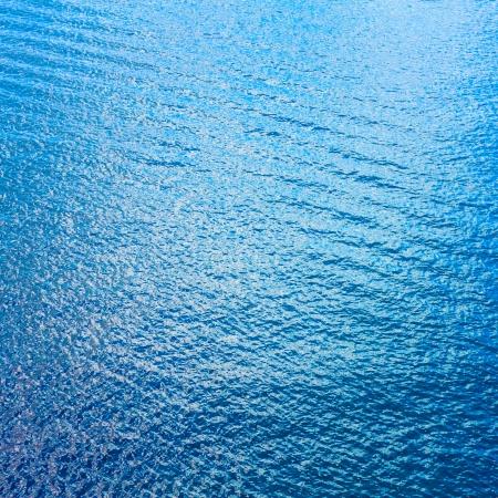 Sea Surface Met Golven. Uitzicht vanuit het vliegtuig. Blauwe oceaan achtergrond water textuur. Stockfoto