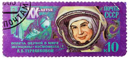 """tereshkova: URSS - CIRCA 1983: Un timbro stampato in URSS (Russia) mostra ritratto di Tereshkova, con iscrizioni e il nome di serie """"20 � anniversario della prima donna cosmonauta - Valentina Tereshkova"""", intorno al 1983"""