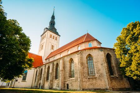 白い古い中世元聖ミクラーシュ教会 (Niguliste)、エストニアのタリン
