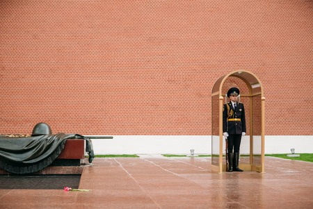 tomb of the unknown soldier: Moscow, Russia - May 24, 2015: Post honor guard at the Eternal Flame in Moscow at the Tomb of the Unknown Soldier - Post number 1 in the Alexander Garden in Moscow close by Kremlin walls Editorial