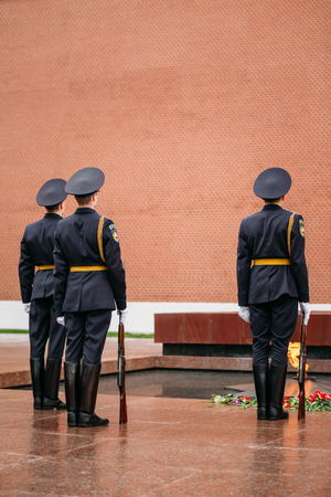tomb unknown soldier: Moscow, Russia - May 24, 2015: Post honor guard at the Eternal Flame in Moscow at the Tomb of the Unknown Soldier in the Alexander Garden in Moscow close by Kremlin walls