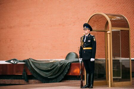 tomb unknown soldier: Moscow, Russia - May 24, 2015: Post honor guard at the Eternal Flame in Moscow at the Tomb of the Unknown Soldier - Post number 1 in the Alexander Garden in Moscow close by Kremlin walls Editorial
