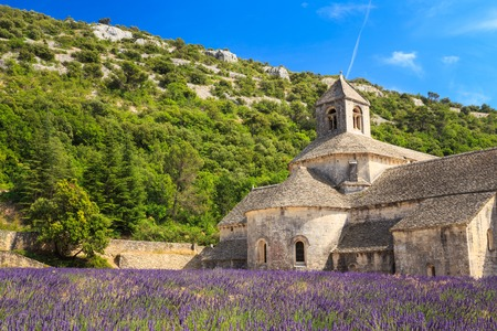 senanque: Beautiful landscape lavender field and an ancient monastery Abbaye Notre-Dame de Senanque or Notre-Dame de Senanque abbey in Vaucluse, France Stock Photo