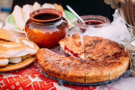 The dishes of the traditional Belarusian cuisine - pie and honey.