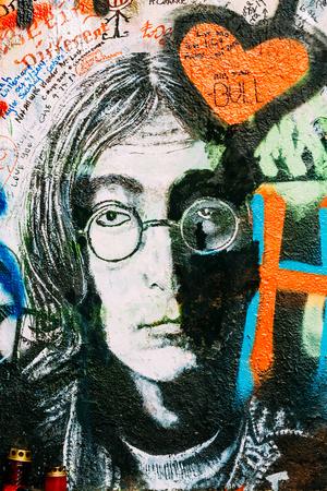 music lyrics: Praga, República Checa - 10 de octubre 2014: Famoso lugar en Praga - El Muro de John Lennon. Muro está lleno de John Lennon de graffiti inspirado y letras de canciones de los Beatles