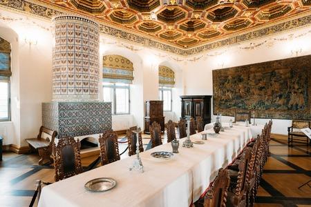 exposición: Mir, Belarus. Exposition The Dining Room Izba In Castle Complex Editorial