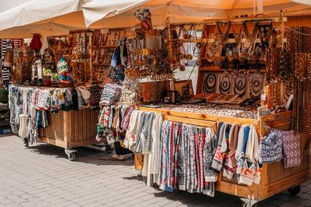 Riga, Latvia. Street Market In Livu Square. Trading Houses With Standard-Bild