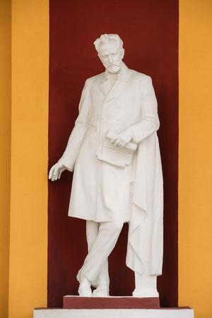 Gomel, Biélorussie. Statue de Tchaïkovski dans l'école musicale pour enfants Banque d'images - 76811459