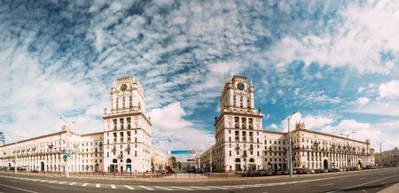 Minsk, Bielorrusia. Dos Edificios Torres Simbolizando Las Puertas De Minsk