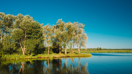 Water Surface Of Lake Pond River At Summer Sunny Evening. Nature Stockfoto