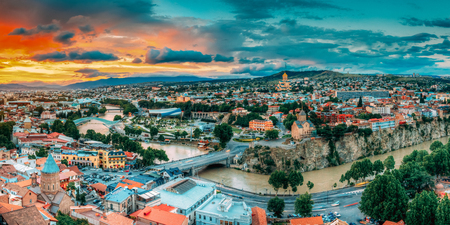 Tbilisi, Georgia. Panorama Cityscape Of Summer Old Town. Metekhi Church Standard-Bild