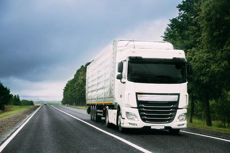 Truck Tractor Unit, Prime Mover, Traction Unit In Motion On Road Foto de archivo