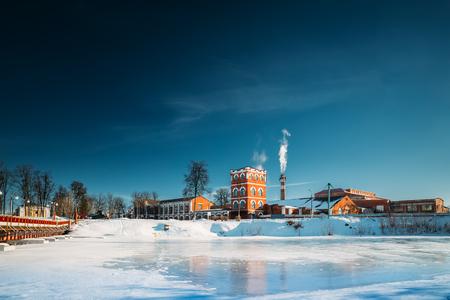 Dobrush, Región de Gomel, Bielorrusia. Torre de la antigua fábrica de papel en Sunny