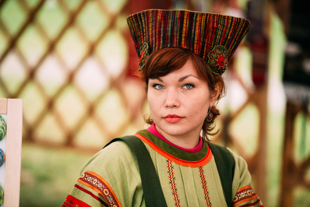 Woman In Ethnic Traditional Folks National Russian Costume Dress Banco de Imagens - 116658773