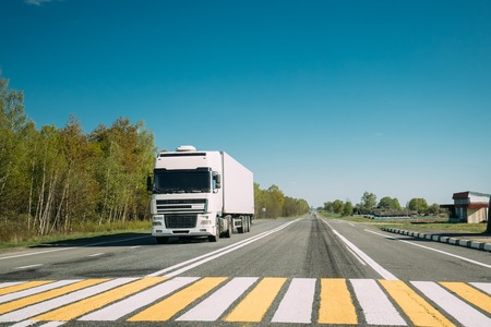 Truck On Country Road. Tractor Unit, Prime Mover, Traction Unit In Motion On Countryside Road In Europe. Business Transportation And Trucking Industry Concept Archivio Fotografico