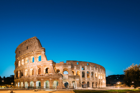 Rome, Italy. Colosseum - Flavian Amphitheatre In Evening Or Night Time. 免版税图像
