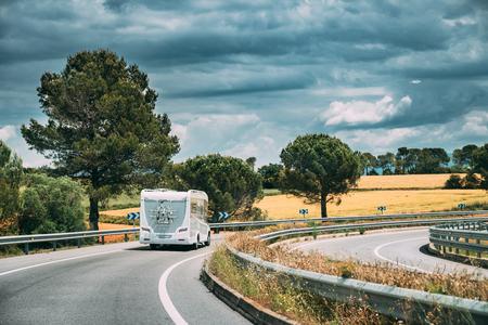 White Caravan Motorhome Car Goes On Highway Road Banco de Imagens