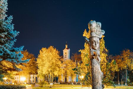 Ruzhany, Brest Region, Belarus. Starry Sky Above Sts Peter and Paul Orthodox Church And Wooden Sculptures Figures Of Belarusian Historical Characters In Autumn Night. Landmark Under Night Stars Stock fotó