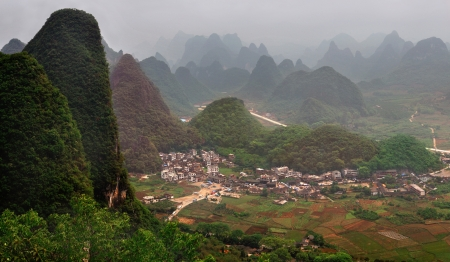 paysage: Yangshuo County  Its seat is located in Yangshuo Town   Guangxi province, southwest China Stock Photo