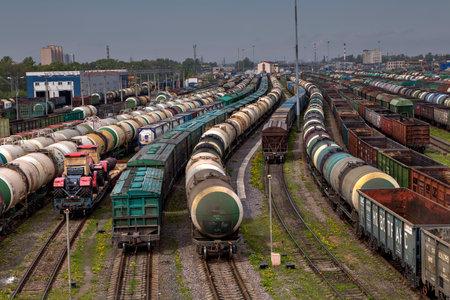 サンクトペテルブルク, ロシア連邦 - 2015 年 5 月 22 日: 貨物駅 ...