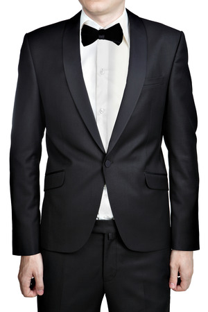 bata blanca: Oscuro vestido de noche gris para los hombres; chaqueta de sport; Camisa blanca; corbata de mo�o; aislado sobre fondo blanco. Foto de archivo