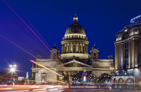 motivos navide�os: St. Petersburg, Russia - December 27, 2015: St. Isaac Cathedral in the evening lightduring during winter before Christmas. Editorial
