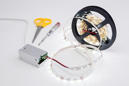テープと輝く LED 電圧コンバーターをロールバックします。 写真素材