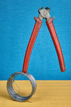 End cutting pliers for cutting steel wire teetering on the steel wire coil.