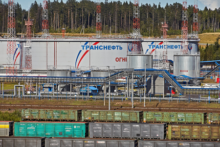 St. Petersburg, Russia - August 7, 2018: Transneft Ust-Luga Port, petroleum storage tank of Russian oil pipeline. Фото со стока - 107397843