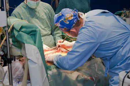 fractura: El comando de cirujanos gasta en la operaci�n de coraz�n