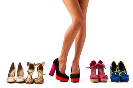 belles jambes: Shopping pour une bonne paire de chaussures Banque d'images