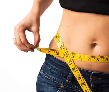 cintura perfecta: Mujer medir su cintura Foto de archivo