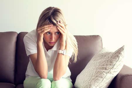Jeune femme dans la dépression