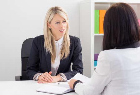 work meeting: Mujer joven en la entrevista de trabajo