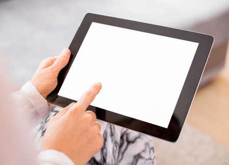 usando computadora: Mujer con tablet PC