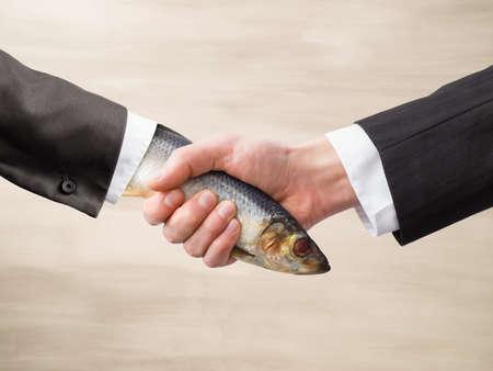 Dead Fish Handdruk Stockfoto - 36084050