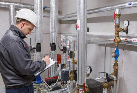 ca�er�as: Sistema de calefacci�n inspecci�n t�cnico en sitio de caldera
