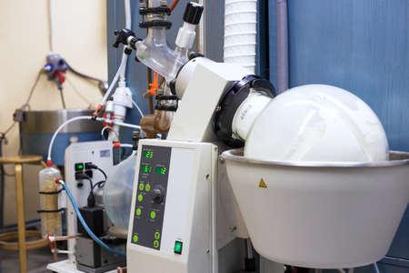 化学研究室でロータリーエバポレーター 写真素材