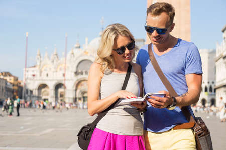 tourist guide: Couple traveling and reading tourist guide