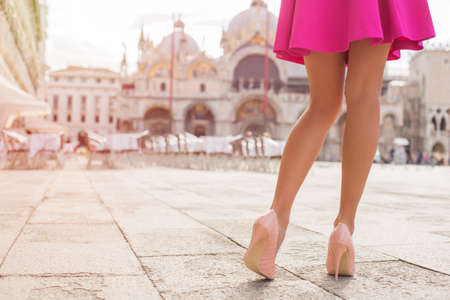 Sexy tourist walking on St Marks Square in Venice 스톡 콘텐츠