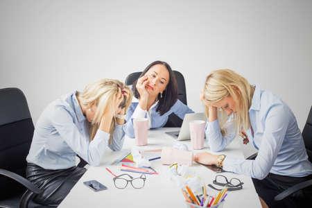 agotado: Mujeres de negocios deprimidos