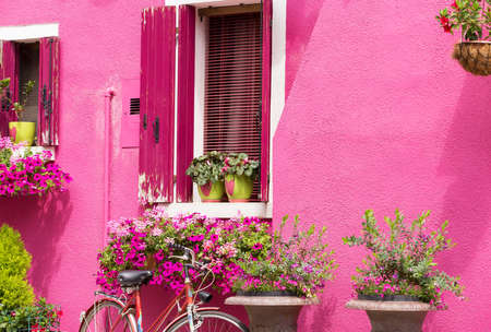 magenta decor: Romantic house facade