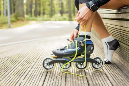 the roller: Woman tying roller skates
